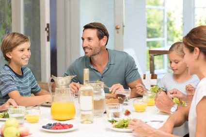 Prost, Mahlzeit! - Die Bedeutung von gemeinsamen Mahlzeiten für Familien